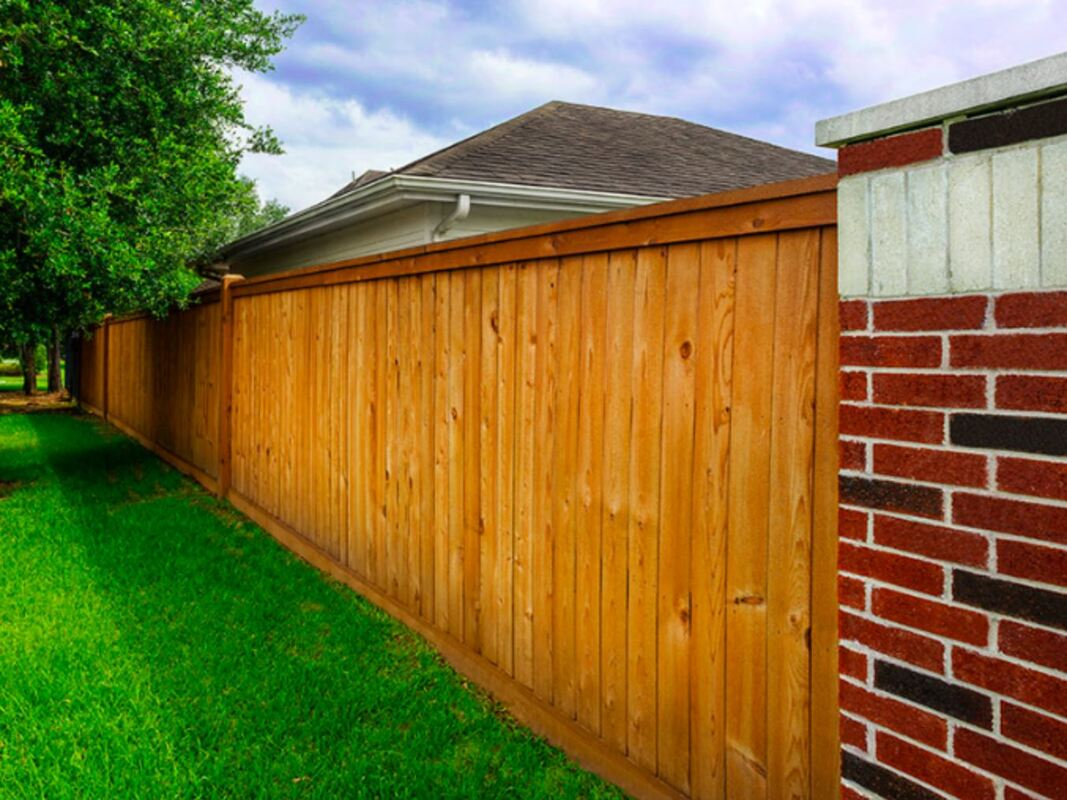 A newly installed fence in a Mesquite home.